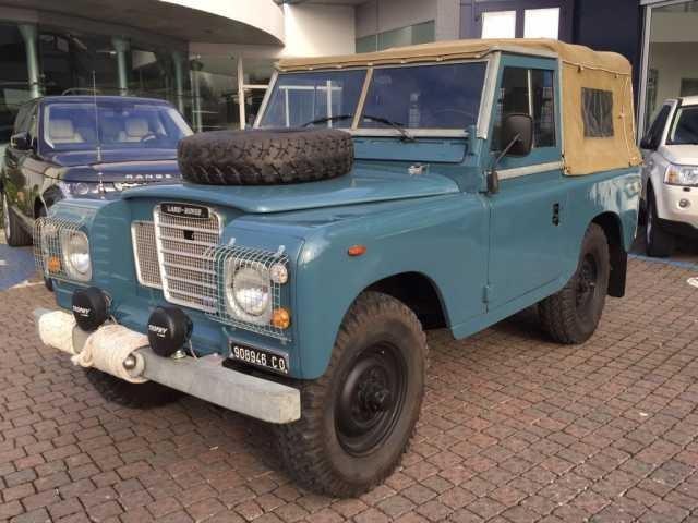 Land Rover Defender 1974 года выпуска. Источник картинки secure.pic.autoscout24.net