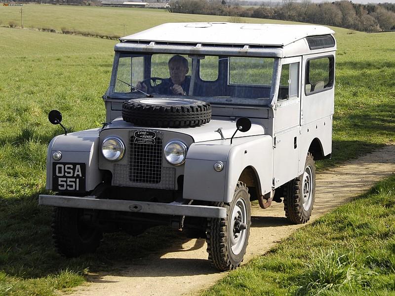 Land Rover Defender первых годов выпуска. Тогда он ещё назывался Land Rover Series I, II или III