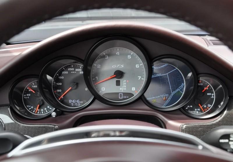 Панель приборов Porsche Panamera I. Источник фото auto.ru