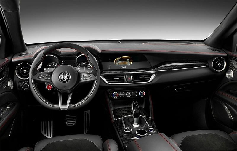 Передняя панель Alfa Romeo Stelvio. Источник картинки povozcar.ru